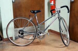 Schwinn Ladies World Sport 26in Bicycle, Tires Need Inflated