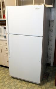 Whirlpool Refrigerator Model ET8CHMXKQ05, With Automatic Ice Maker, 66in x 30in x 32in, Powers On, Bidder Responsible For Proper Removal