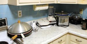 Crockpot, Hand Mixer, Blender, Corn Popper, Wok, Toaster, And More, Total Qty 7 Pieces