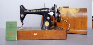 1923 Singer Sewing Machine In Wood Case, With Attachments, Unknown Working Condition (Date Based On Serial Number)