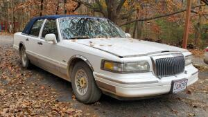 1996 Lincoln Town Car, VIN # 1LNLM81W3TY701877, Mileage Showing On Odometer 265,172.5, Missouri Title, See Description For Video