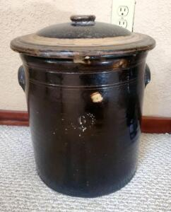 Antique 6 Gallon Pottery Crock With Lid, 15.5in Tall