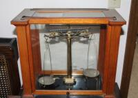 1930's Vintage Christian Becker Chainomatic Analytical Balance Scale No. 15 In Wood Case And Stainless Steel Weights Set In Wood Case - 3