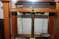 1930's Vintage Christian Becker Chainomatic Analytical Balance Scale No. 15 In Wood Case And Stainless Steel Weights Set In Wood Case - 7