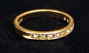 14K Gold Ring With Multiple Clear Stones, Size 5-3/4, Approx 2.3 g Total Weight