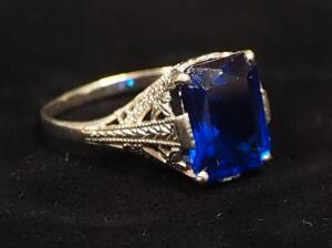 14K Gold Ring With Blue Stone, Size 6, Approx 2.4 g Total Weight