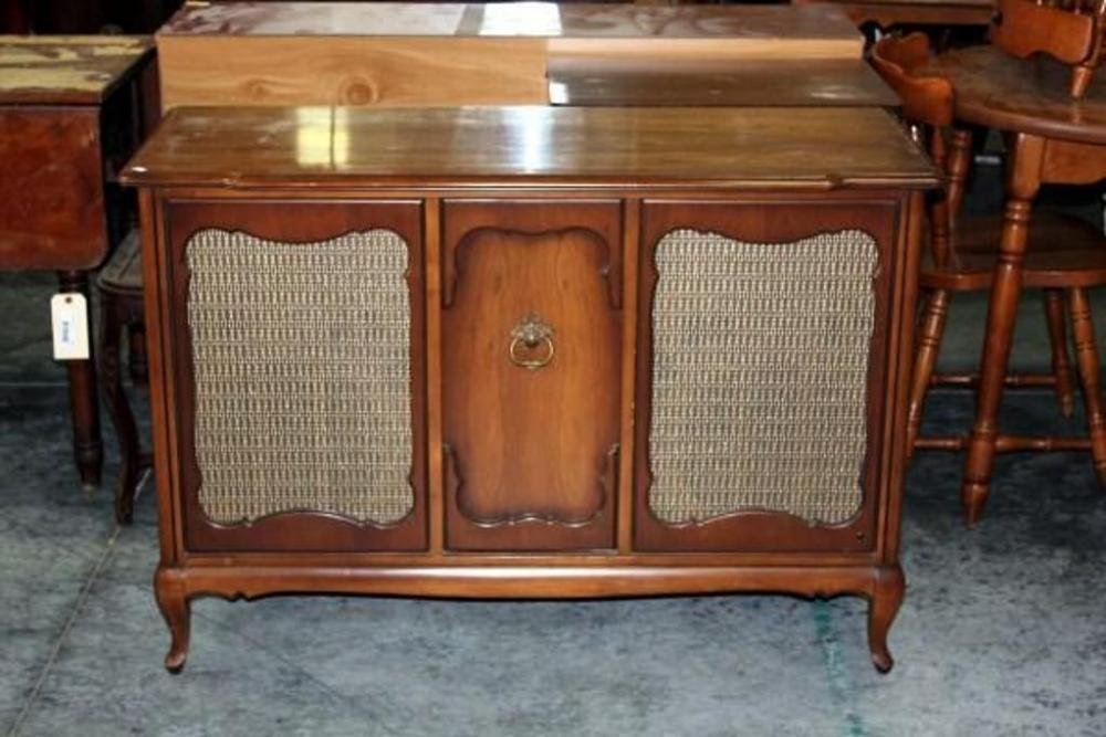 Vintage RCA Victrola Record Player Cabinet