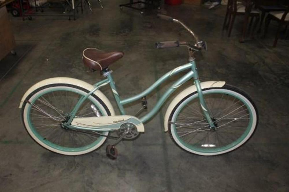 Lot 26 Of 378 Huffy Cranbrook Women S Cruiser Bicycle Metallic Sea Foam Color Whitewalls Tires Need Air Beach Bike