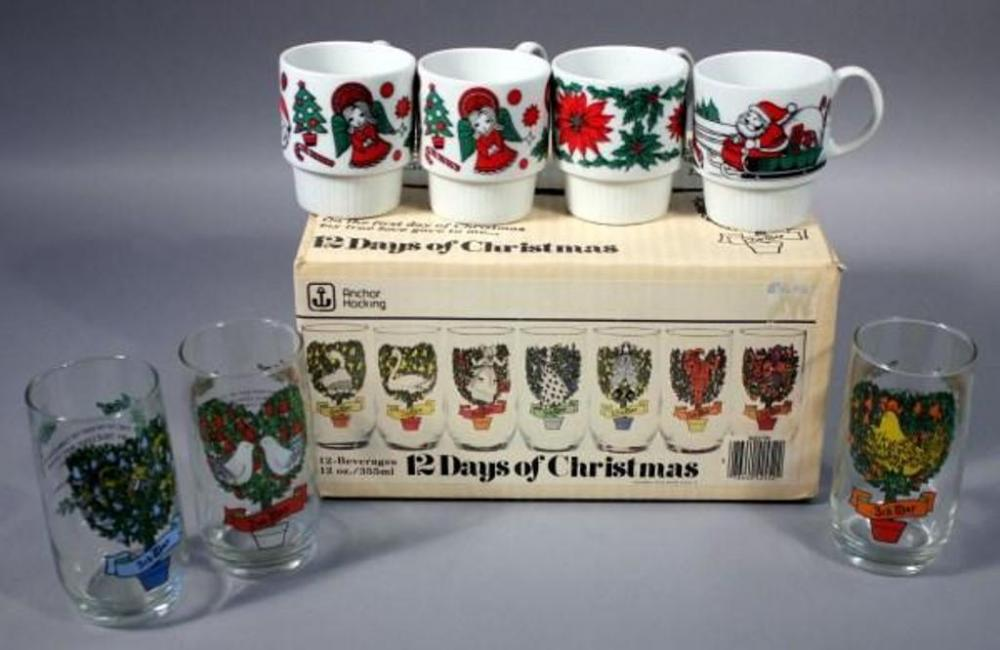 lot 135 of 451 anchor hocking 12 days of christmas 12 oz beverage glasses with 4 christmas mugs total qty 16