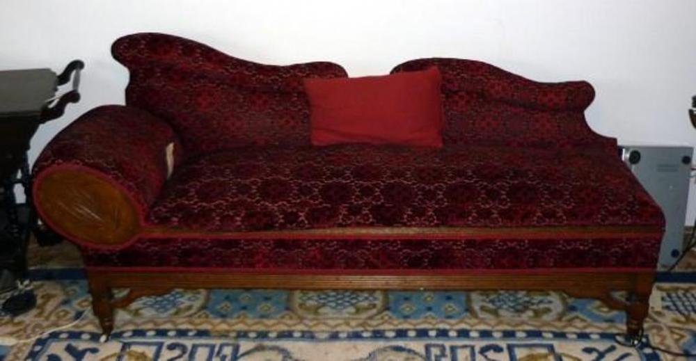 Lot 16 Of 280: Victorian Oak Fainting Couch On Wheels With Red Velvet Fabric