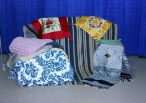 Area Rug 5' x 8', Cloth Napkins, Table Runner, Blanket, Duvee, More!