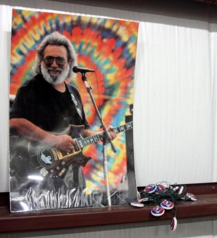 Jerry Garcia Poster and Grateful Dead Christmas Lights (20)