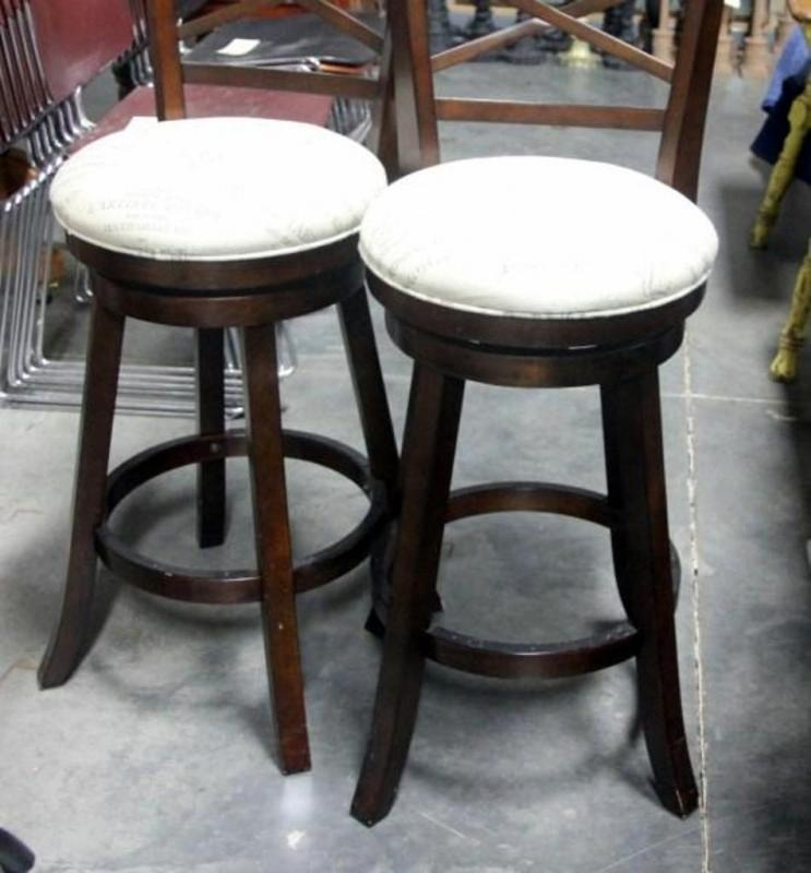 Fantastic Pair Of Bar Height Padded Bar Stools Foot Rung Pads Are Evergreenethics Interior Chair Design Evergreenethicsorg