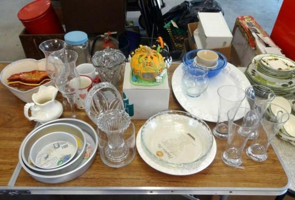Lot 128 of 148 18  Serving Platter with Pyrex Mixing Bowl Small Vase Pie Plates (3) Pilsner Glasses (4) Citrus Juicer Holiday Coffee Cups and Stand ... & 18