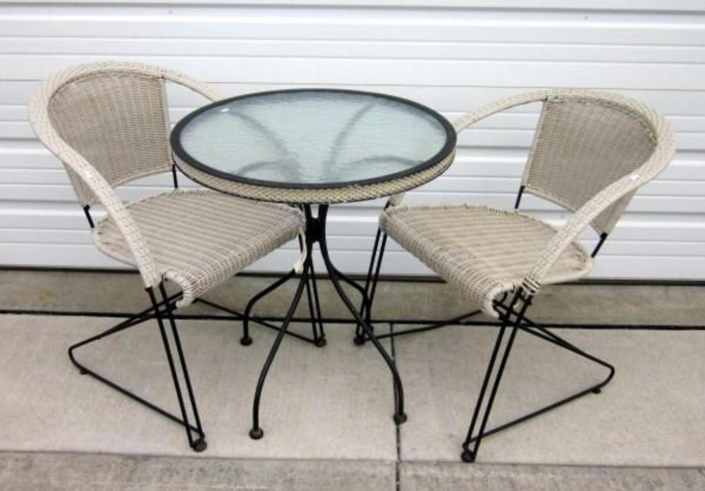 Incredible Outdoor Patio Table 28H X 25 Dia With 2 Woven Patio Chairs Ibusinesslaw Wood Chair Design Ideas Ibusinesslaworg