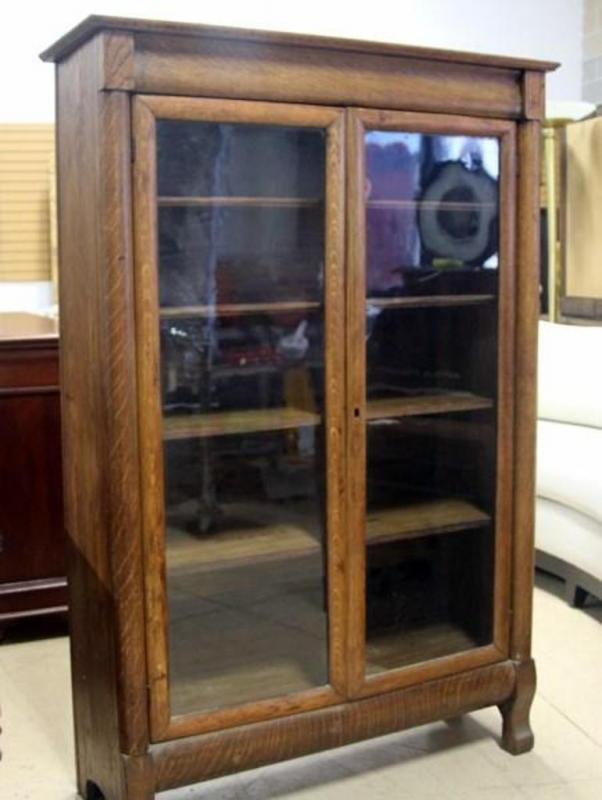 Lot 23 of 476: Vintage Oak 5 Shelf Display Cabinet, Wood Plank Back, No  Key, 5' Tall x 40
