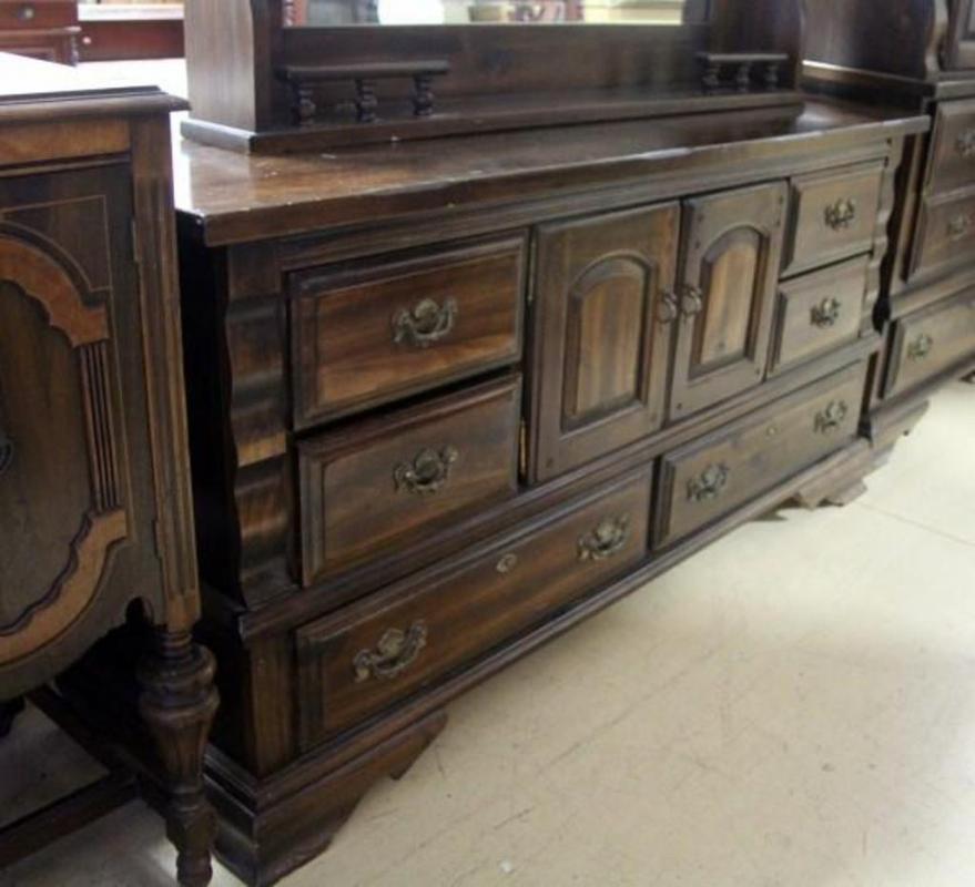 Bicentennial 8 Drawer Dresser With Mirror Dark Wood 735h X 66l