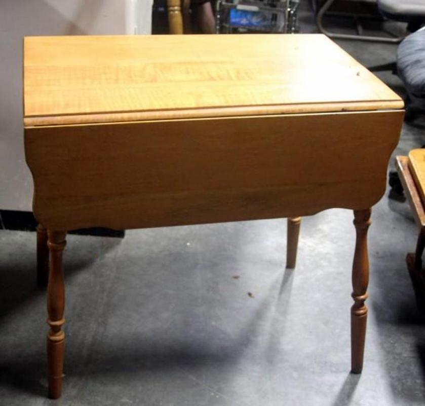 Lot 358 Of 503 Vintage Drop Leaf Table With Scalloped Edges And Spindle Legs 32 W X 20 H 22 L Measures 42 Leaves Extended