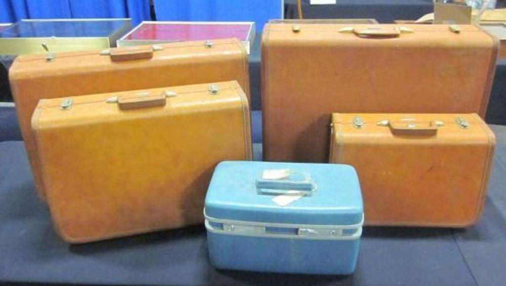 1980dffe5 Lot 390 of 503: Vintage Taperlite and Samsonite Luggage, Qty 4 Suitcases  with Royal Traveler Cosmetic Hard Case Train Case