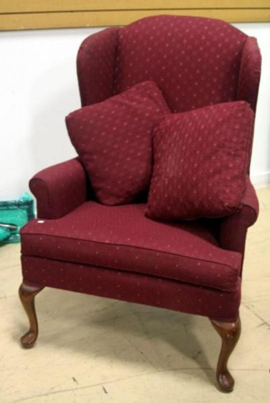 Beau Lot 194 Of 417: Broyhill Wingback Armchair With Queen Anne Style Legs