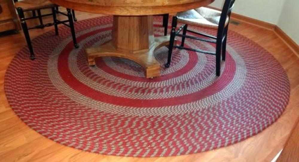 Round Braided Rug Red Tones 8 Ft Diameter Some Fraying On Edge
