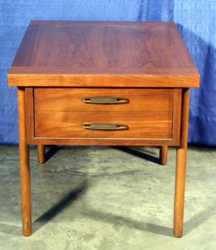 Lot 29 Of 497 Lane Furniture Virginia Maid End Table 20 W X H 27 D