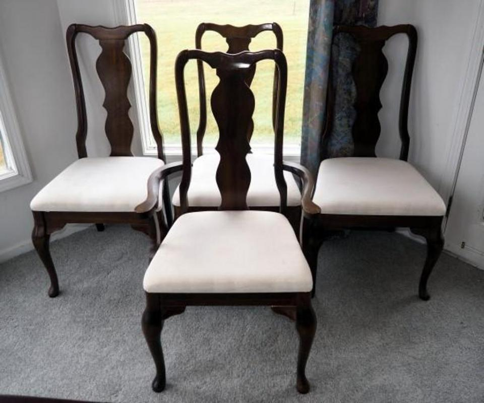 Lot 31 Of 310: Singer Furniture Dining Room Chairs Qty 8 Includes One  Captain Chair, Some Cushions Stained