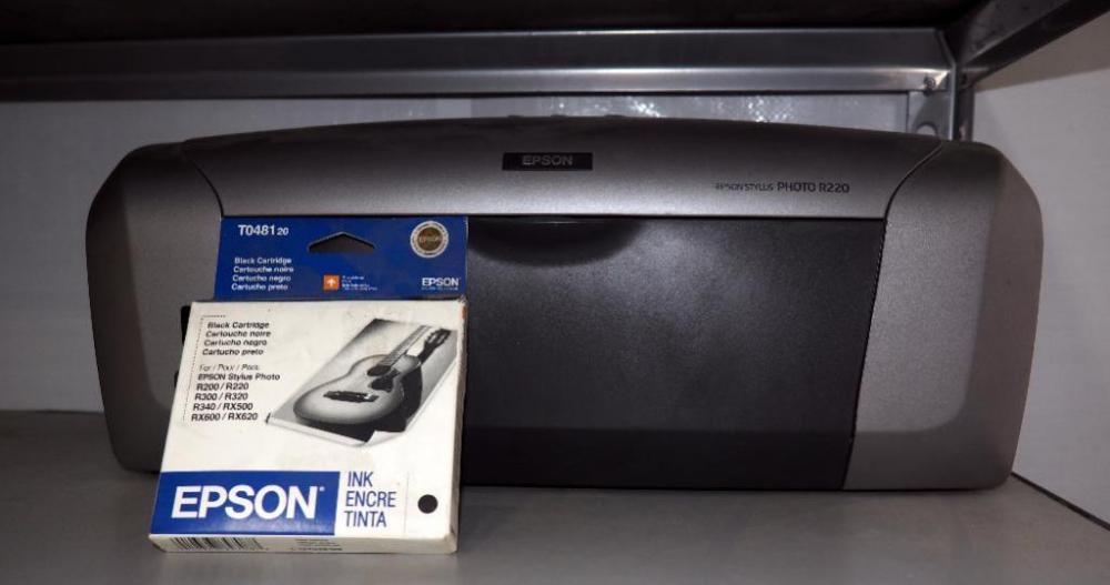 Epson Stylus Photo R220 Printer And One Ink Cartridge
