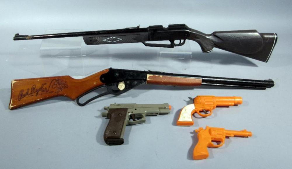 Daisy Model 1938B Red Ryder BB Gun, Daisy Powerline 880 BB Gun