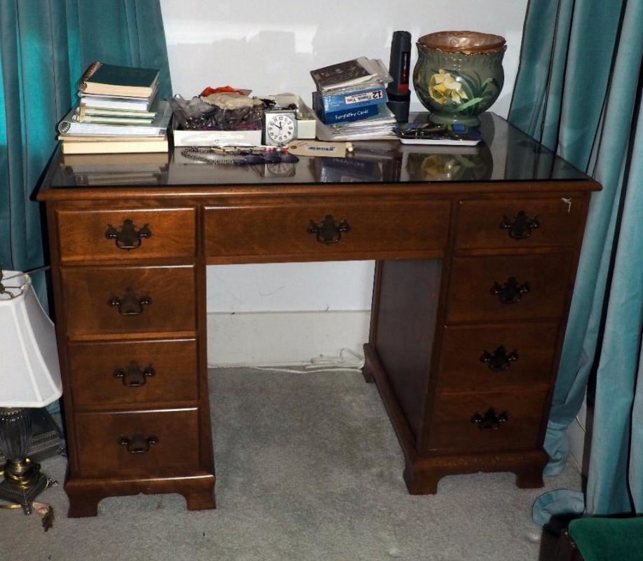 Lot 145 Of 321 Ethan Allen By Baumritter Double Pedestal 8 Drawer Student Desk With Glass Top 30 H X 43 W 21 5 D Contents Not Included