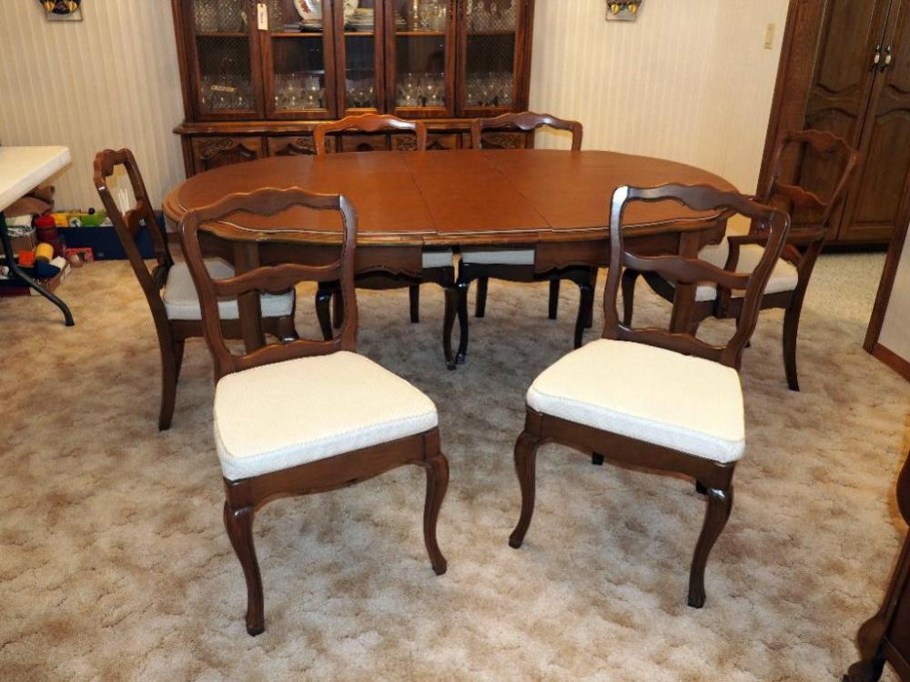Lot 8 Of 341: Walter Of Wabash Mid Century Dining Room Table With Padded  Cover And Chairs, Qty 6