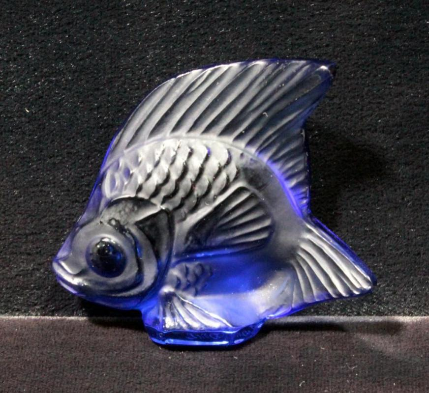 Lot 100 Of 392 Lalique Purple Crystal Fish Figurine Signed 2 X