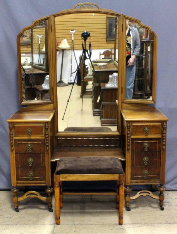 Terrific Vintage Dressing Table Vanity On Casters With Tri Fold Ibusinesslaw Wood Chair Design Ideas Ibusinesslaworg