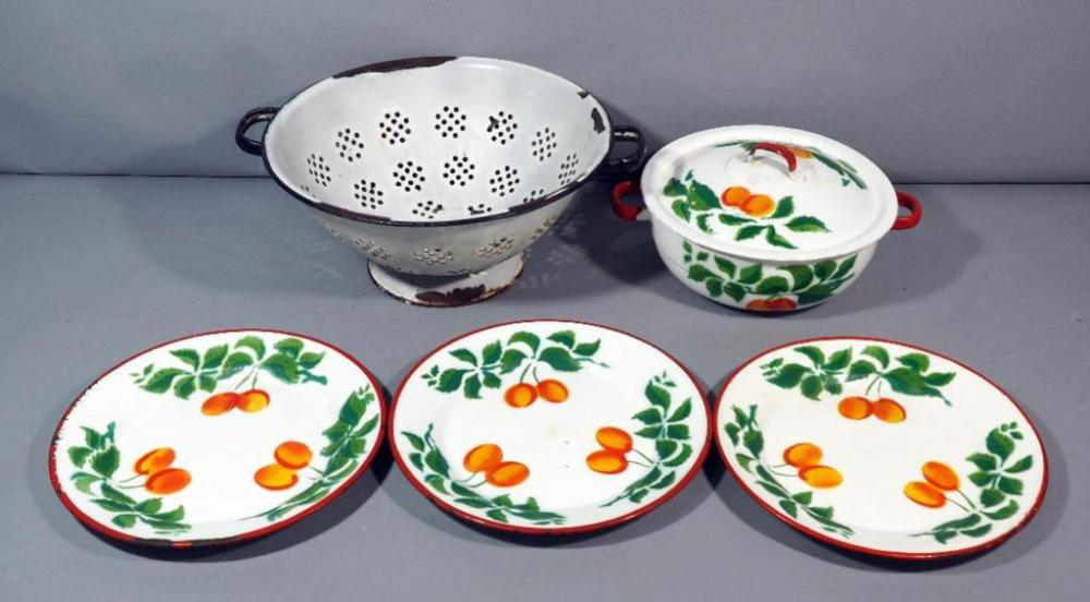 Lot 84 Of 271 Vintage Poland Enamelware Peaches Pot And Plates 2 Strainer Colander