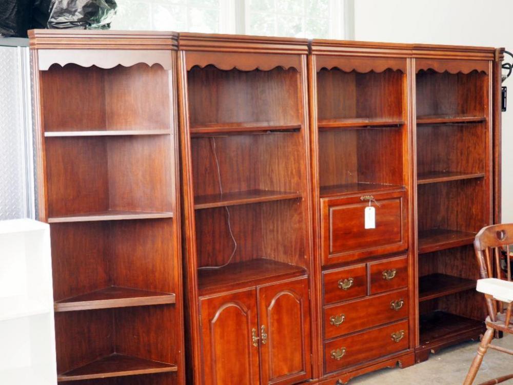 Lot 58 Of 89 Broyhill Illuminated Bookcase Wall Unit 5 Piece 76H X 140W 18D