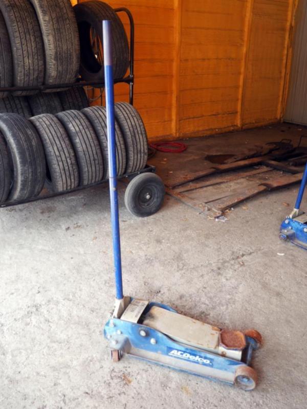 Lot 282ac Delco 3 1 2 Ton Heavy Duty Garage Jack