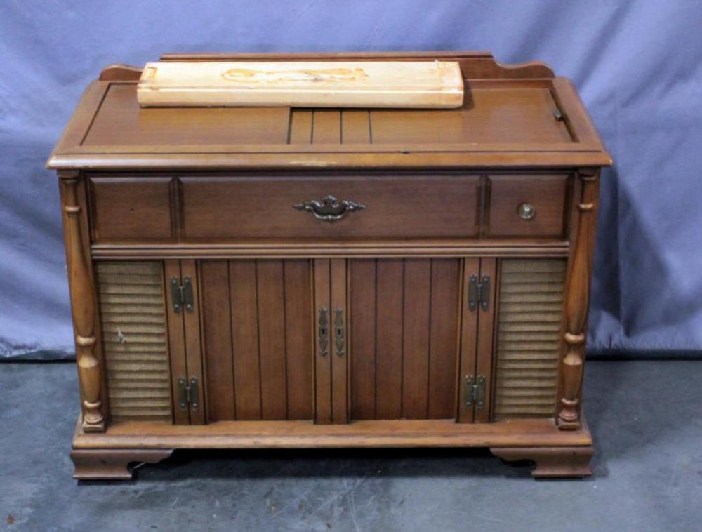 Mid-Century Magnavox Console Stereo With Turntable Model IP3612, 38