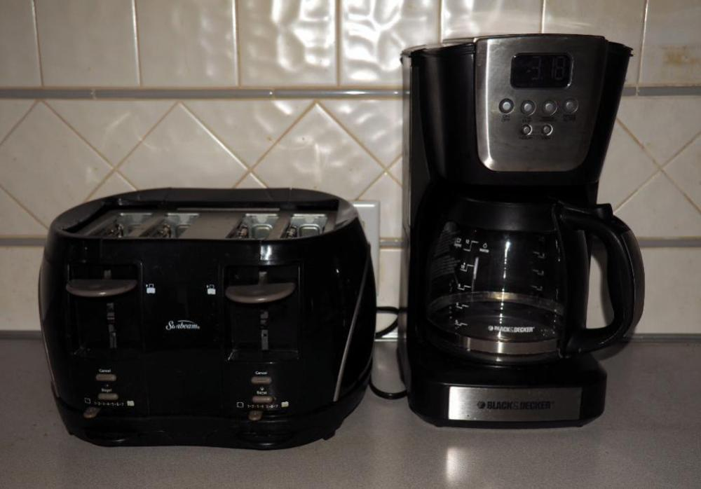 Lot 72 Of 161 Sunbeam 4 Slice Toaster And Black Decker 12 Cup Coffee Pot