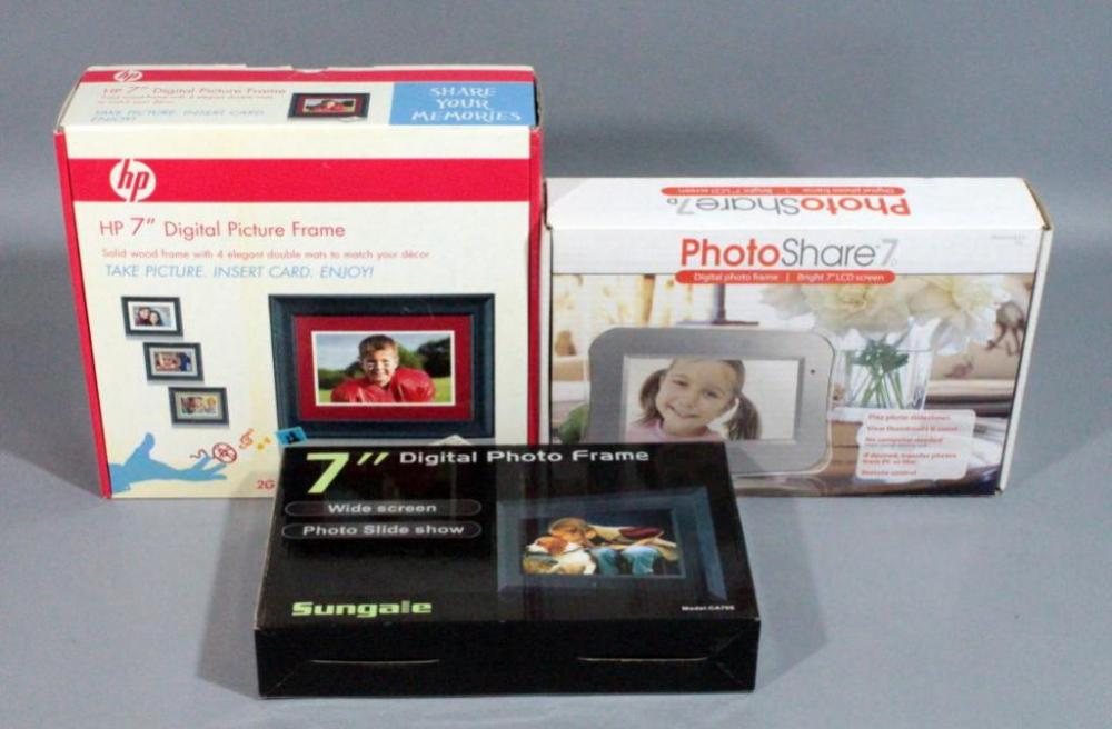 Digital Picture Frames Qty 3 Photoshare 7 Sungale 7 And Hp 7