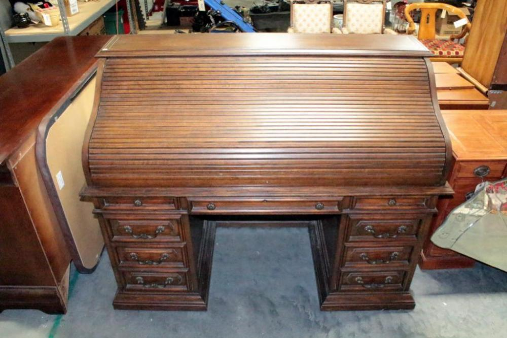 Lot 410 of 542: Sligh Furniture Co Roll Top Desk With Eight Drawers, 45