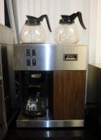 Vintage BUNN Pour-Omatic Coffee Brewer Model # !VPR W/G, With Warming Plate And 3 Glass Decanters