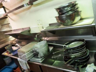Stainless Steel Pots Pans, Bowls And Baking Sheets Approx 35 Pieces