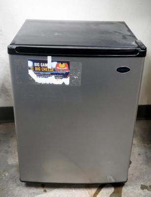 "Sanyo Mini Fridge Model #SR-2570M, 25"" x 18.5"" x 18"""